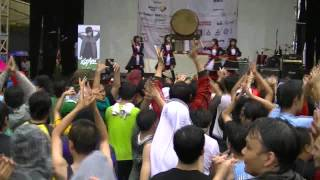 This is our performance at Ennichisai 2013 at Blok M Jakarta (20130...