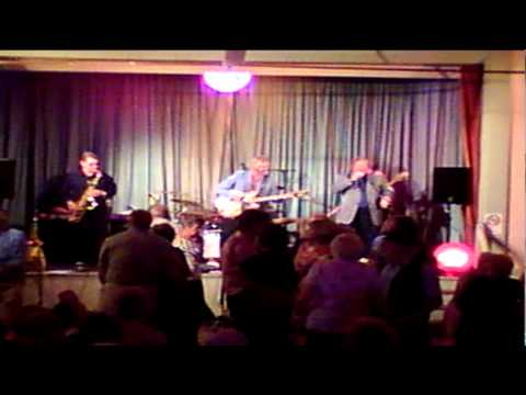 """Dave Slater sings """"Summertime Blues"""" with Bev Pegg and his Rock 'n' Roll Band"""