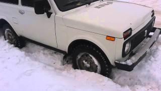 Нива застряла в снегу зимой. Ну все придется только копать. ВАЗ 2121. 4х4(Смотрите интересные видео в меня на канале. Ставте лайки и подписывайтесь., 2015-03-06T09:55:53.000Z)