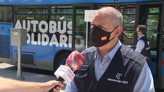Un autobús solidario recoge productos de higiene en Madrid