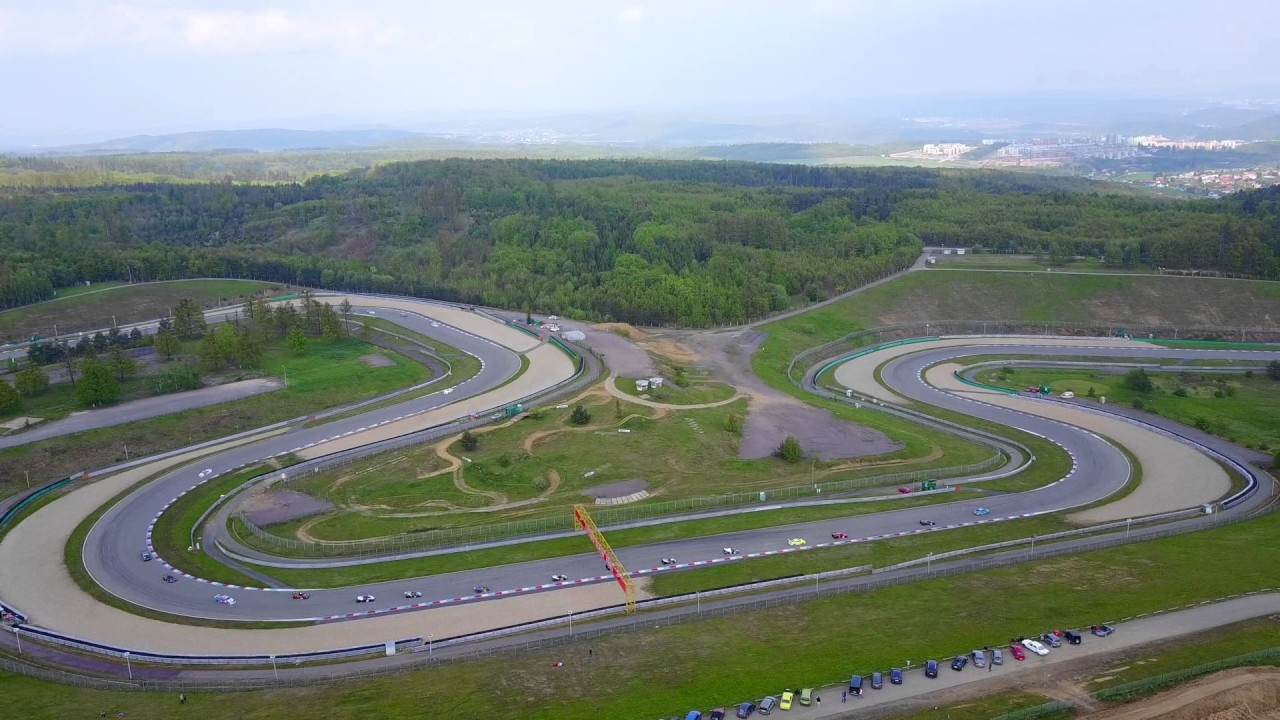 Circuito Brno Motogp : Ktm endurance battle brno circuit drone view youtube