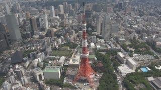 東京タワー(東京都港区)が3日午前、東日本大震災の揺れで曲がった先...