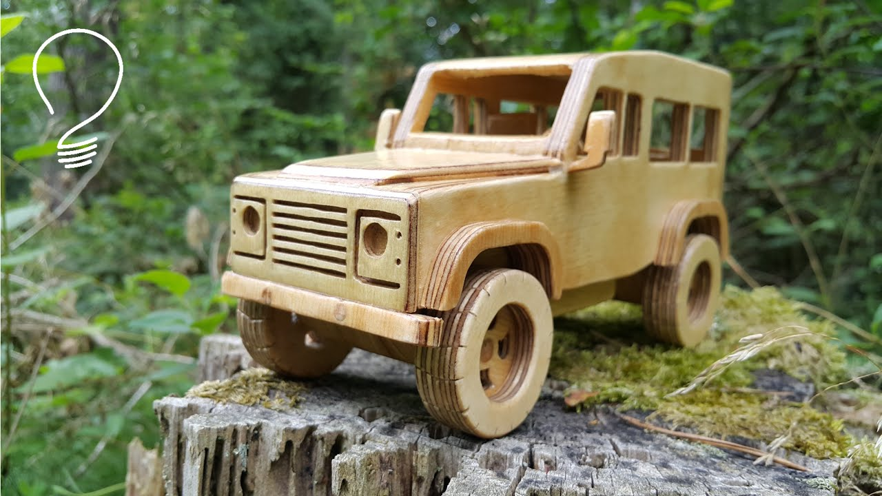 Land Rover Defender out of Plywood
