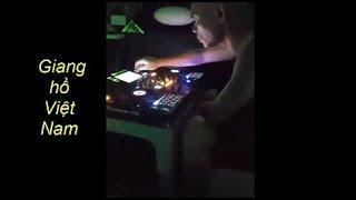 Dũng Trọc hà đông lần đầu chỉnh nhạc DJ cho các em gái xinh nhảy