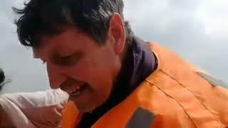 В Туве на оз. Хадын прибывшие на лодке спасатели нашли пропавшую девушку