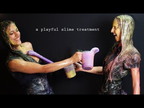 2 girls - Slimed in colour
