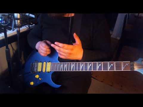 5 minute lesson in blues phrasing a la Scott Henderson