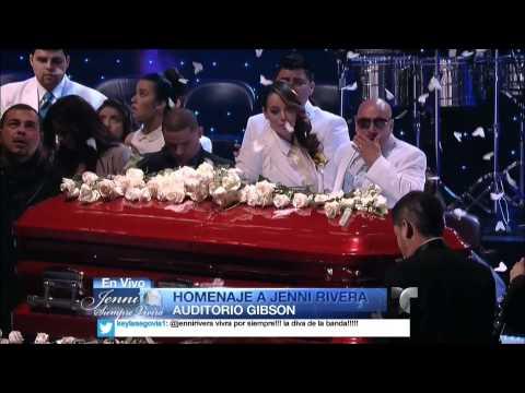 Lupillo Rivera - Sufriendo a Solas (Graduación Celestial Jenni Rivera)