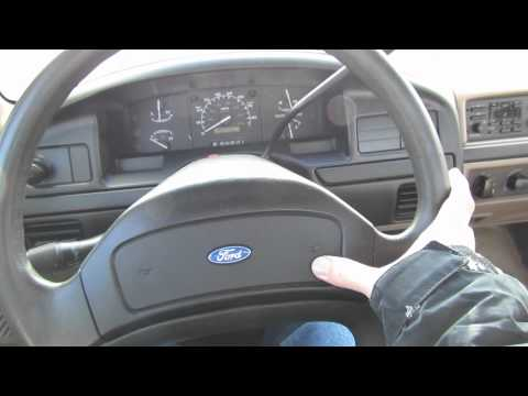 Cold Starts 2012: 1992 Ford F150 Custom (Start up, Exhaust)