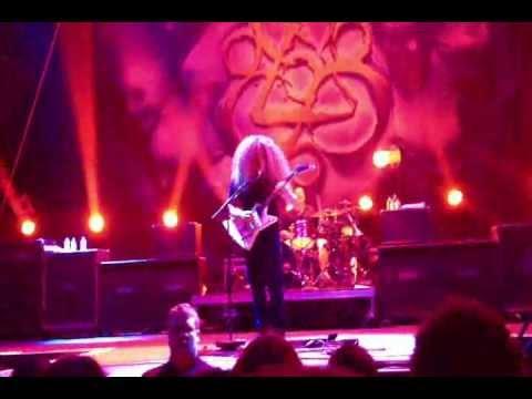 Coheed and Cambria - Heaven and Hell (Black Sabbath Cover) Calgary Scotiabank Saddledome 2012