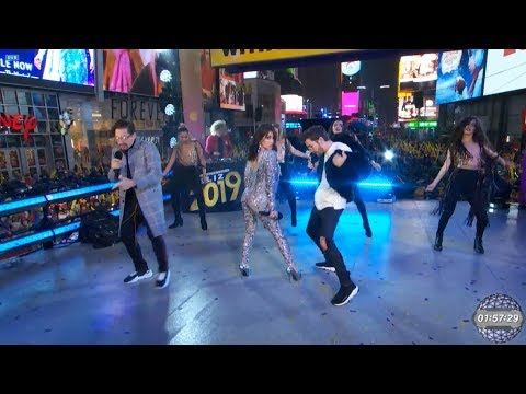 Mi Mala (Remix) - Lali in Times Square feat. Mau y Ricky (HD)