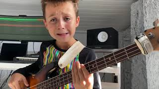 (9yrs) AronTheBassist plays GOŠPEL MUSIC🎶❤️ Smokie Norful - I've Been Delivered (bass cover)