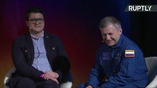 Ларри Кинг проводит панельную дискуссию RT на тему «Журналистика 360 в космосе  Новая эра»