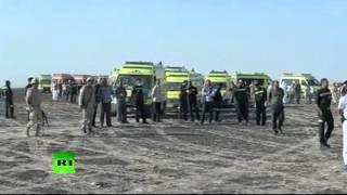 Видео с места крушения самолета «Когалымавиа»(Премьер-министр Египта Шериф Исмаил посетил место крушения Airbus А-321 авиакомпании «Когалымавиа» на Синайско..., 2015-10-31T19:13:56.000Z)