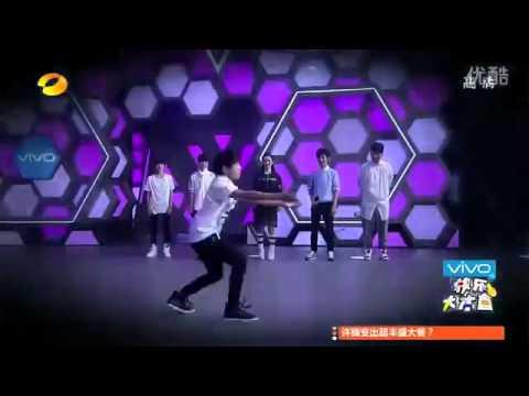 【TFBOYS易烊千玺】2014快乐大本营 中枪舞 超清【Jackson Yee Dance Solo】