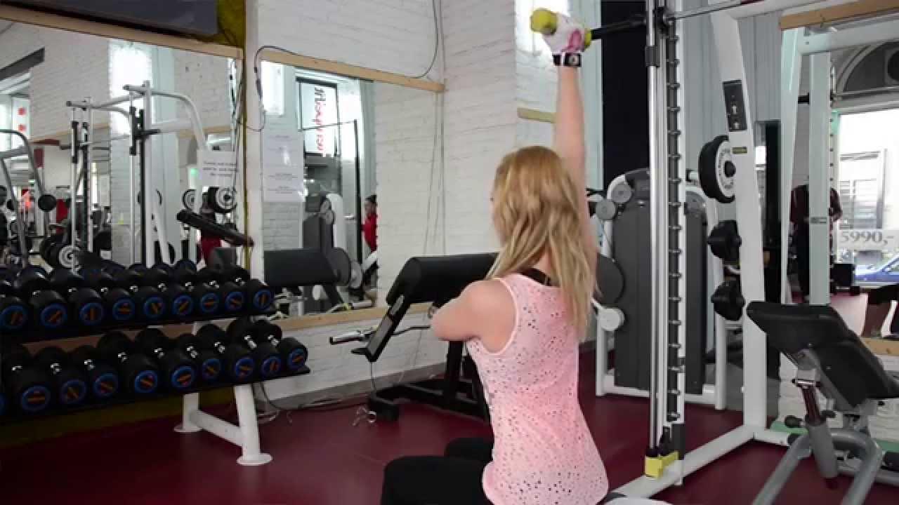 súlycsökkentési rutin a kezdő edzőteremben