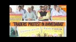 Watch: Traders hold protest against Flipkart, Amazon