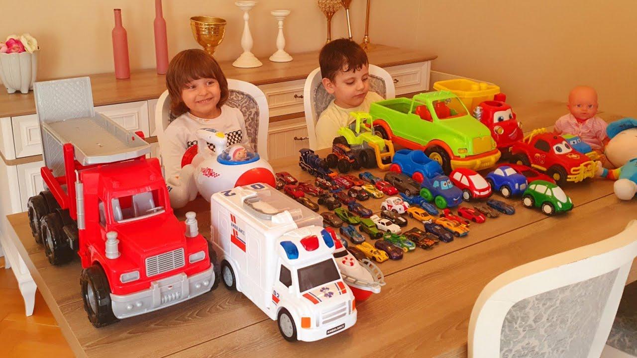 Dev araba marketi yapmaya çalıştık.Fatih Selim ile Ömer araba satıyor.Kocaman bir araba satın aldım.
