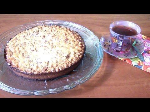 Быстрый пирог со сгущенкой и арахисом.