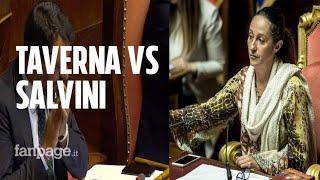 """Taverna (M5s) contro Salvini: """"Tu al Papeete, noi al lavoro"""". E il ministro applaude ironico"""