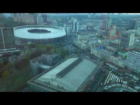 Что происходит сейчас возле НСК Олимпийский, в режиме онлайн. Дебаты Зеленского и Порошенко.