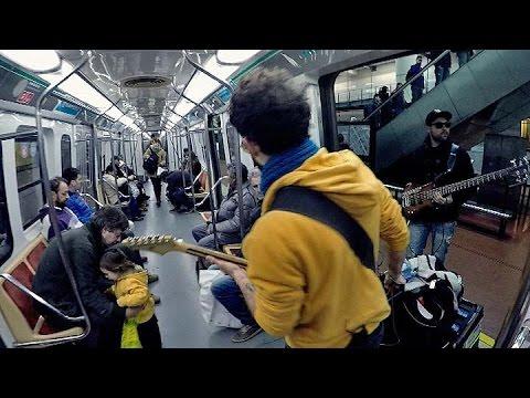Músicos callejeros: un instrumento, una gorra y un sueño