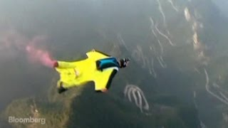 World's Fastest Flying Woman Vies in 100-MPH Contest