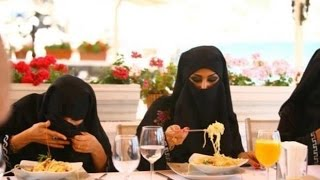 How to eat spaghetti sauce when burka is on