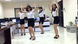 Điệu nhảy/ Bá đạo nhất vịnh Bắc Bộ của bốn chị em công sở