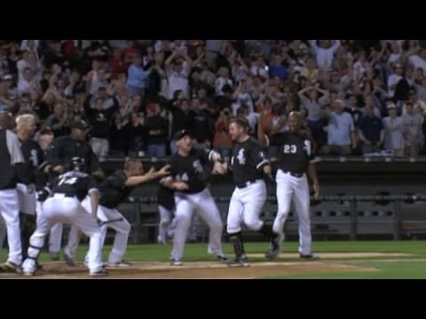 LAA@CWS: Thome hits walk-off home run in...