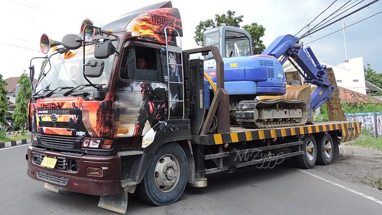 Nissan Diesel Truck >> Hellboy Nissan Diesel Ud Self Loader Truck Cw48l Ge13 Transporting Excavator Compactor