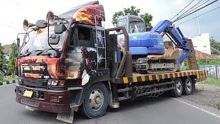 Hellboy Nissan Diesel UD Self Loader Truck CW48L GE13 Transporting Excavator Compactor