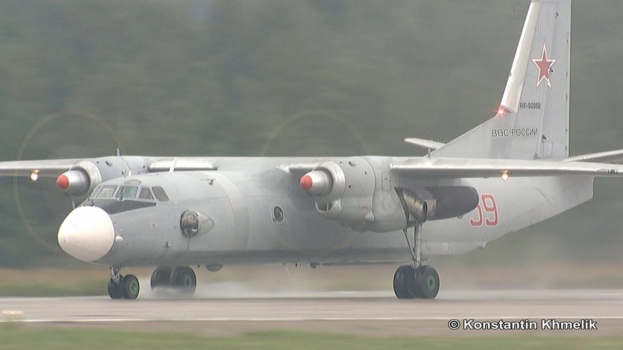 Ан-26 посадка МАКС 2011 An-26 landing MAKS 2011 - YouTube