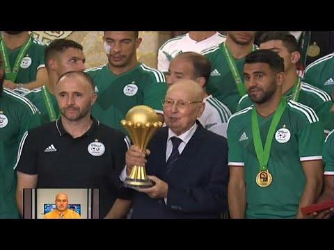 شاهد: بن صالح يقدم أعلى وسام استحقاق وطني لمحاربي الصحراء…  - نشر قبل 21 ساعة