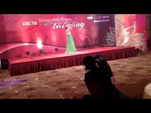 Đặng Thu Thảo múa Sen trong Hoa Hậu Việt Nam 2012