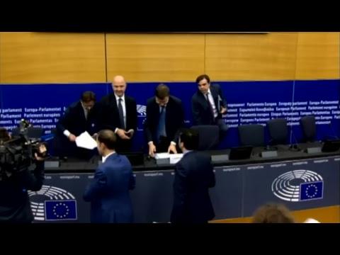 Manovra, la conferenza stampa di Moscovici e Dombrovskis a Strasburgo