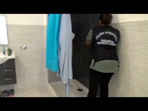 Finner skjult dør i dusjen