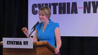 "Cynthia Nixon, de ""Sex and the City"", fait campagne à Brooklyn"