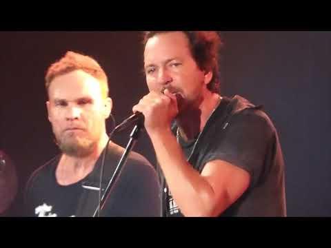 Pearl Jam - Surrender - Wrigley Field (August 22, 2016)