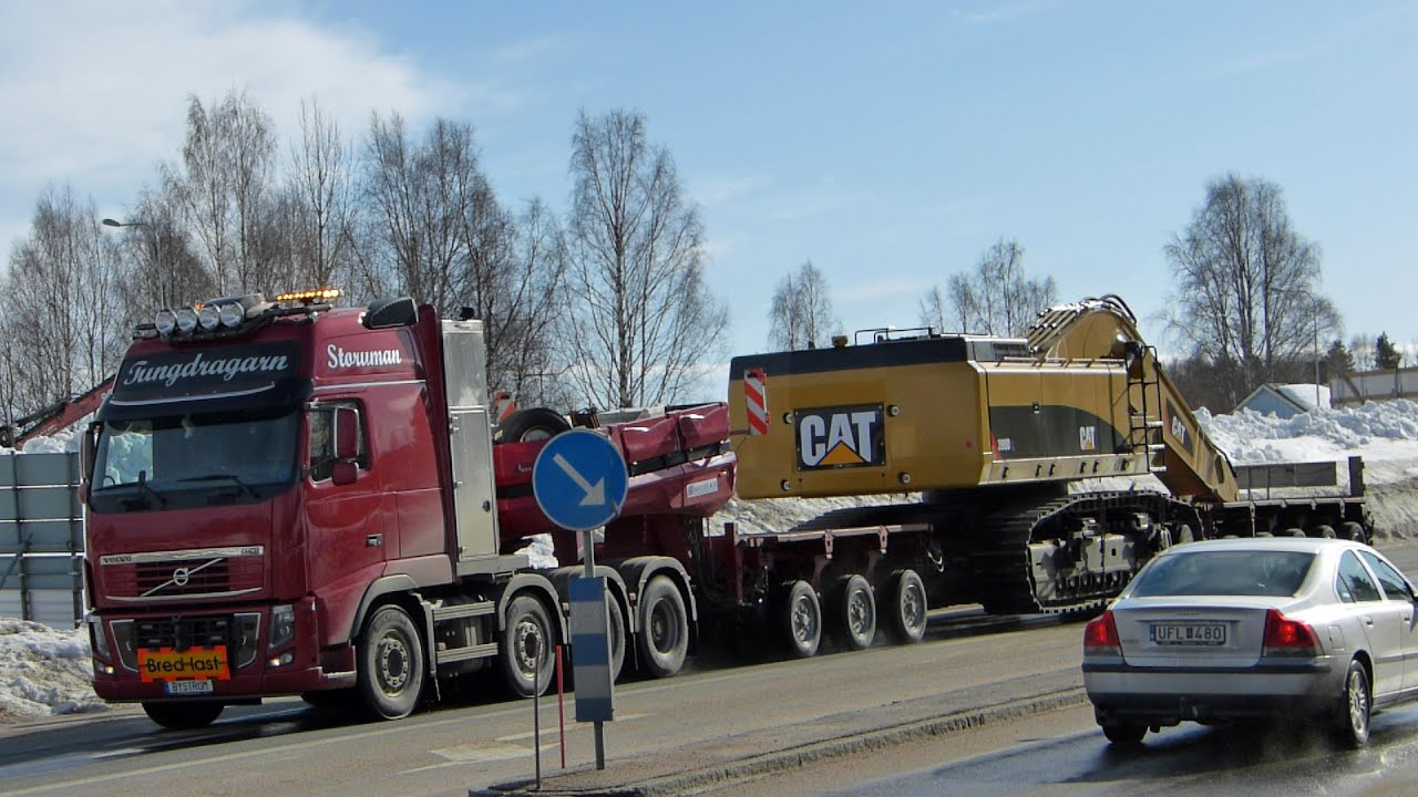 Heavy haulage Volvo FH16 700 XXL 8x4 with a CAT 390D L excavator - YouTube