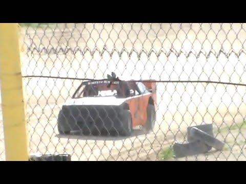Wild Bill's Raceway Mini Stock Heat Race 6/11/16