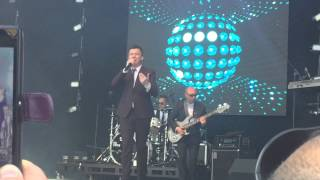 Rick Astley - Uptown Funk (live at Let