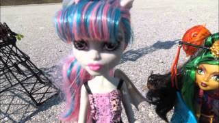 monster high in the city of love stop motion rochelle goyle