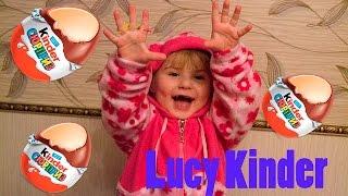 Перше Відео Люся розпаковує яйця Кіндер Сюрприз, радіє новим іграшкам і шоколаду