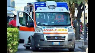 L'ambulanza rimane incastrata per le auto parcheggiate male e l'uomo al suo interno muore  | LE NOTI