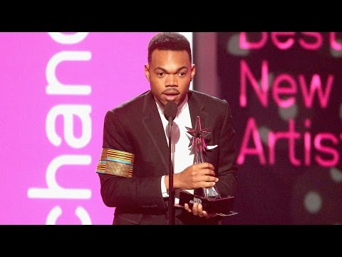 Chance the Rapper Gets Surprise Introduction from Michelle Obama Before Accepting