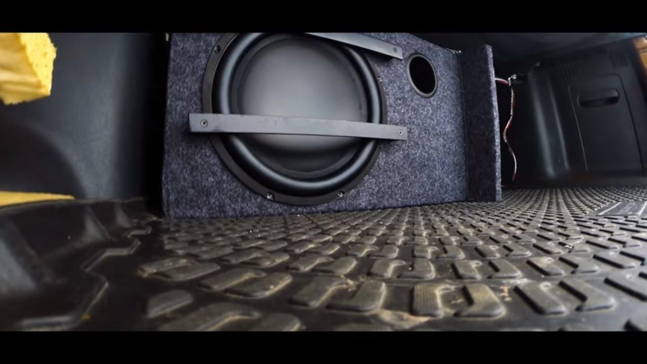 Renault Duster,замена головного устройства.изготовление и установка сабвуфера.