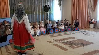 Матрешка пришла на праздник к малышам