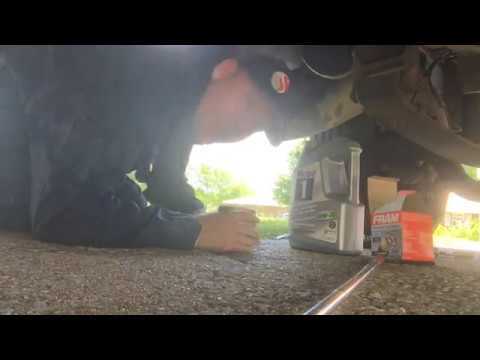 RV USA    How to change the oil on Our 6 8 litre Triton V10