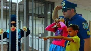 Захар РАЗДВОИЛСЯ или Полицейский поймал Вора A policeman caught a thief
